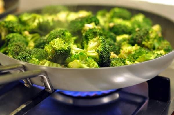 Broccoli on the stove