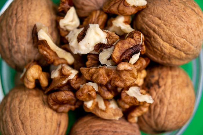 Unshelled walnuts chunks